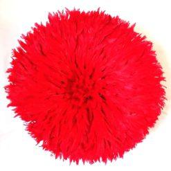 Jujuhat fait de plume de couleur rouge vif