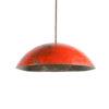 lampe suspension en métal, l'extérieur est en métal rouge et l'intérieur n'est pas coloré rouge